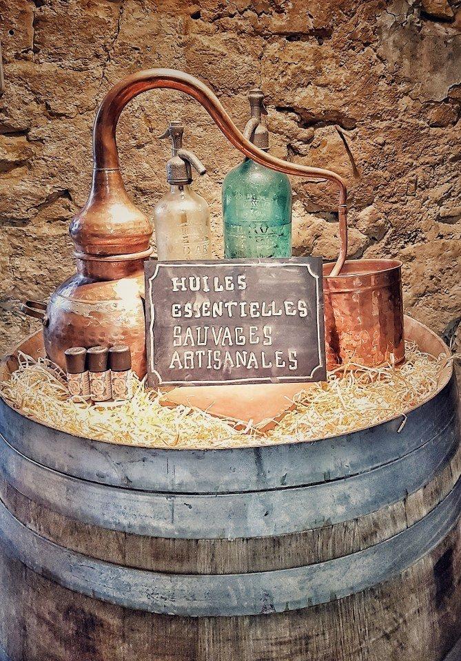 huiles essentielles et eaux floralessauvages artisanales